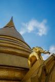 Χρυσός ελέφαντας σε Wat Bowonniwet Vihara, Μπανγκόκ Στοκ Φωτογραφίες