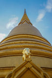 Χρυσός ελέφαντας σε Wat Bowonniwet Vihara, Μπανγκόκ Στοκ εικόνες με δικαίωμα ελεύθερης χρήσης