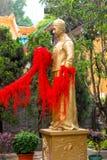Χρυσός Θεός κινηματογραφήσεων σε πρώτο πλάνο του ατόμου μερών γάμου στο ναό αμαρτίας Wong Tai Στοκ φωτογραφίες με δικαίωμα ελεύθερης χρήσης