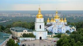 χρυσός θόλος του χρυσός-καλυμμένου δια θόλου το s μοναστηριού του ST Michael ` στο Κίεβο, Ουκρανία, απόθεμα βίντεο