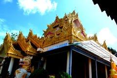 Χρυσός θόλος του βιρμανού βουδιστικού ναού στοκ φωτογραφία με δικαίωμα ελεύθερης χρήσης
