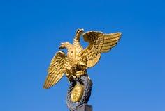 Χρυσός διπλός-διευθυνμένος αετός Στοκ εικόνα με δικαίωμα ελεύθερης χρήσης