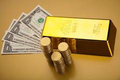 Χρυσός και χρήματα, περιβαλλοντική οικονομική έννοια Στοκ εικόνα με δικαίωμα ελεύθερης χρήσης