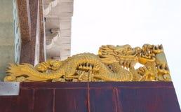 Χρυσός κινεζικός δράκος στο άσπρο υπόβαθρο Στοκ φωτογραφία με δικαίωμα ελεύθερης χρήσης