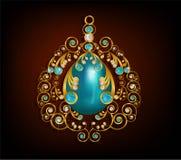 Χρυσός κρεμαστών κοσμημάτων με την τυρκουάζ πέτρα, το μπλε και άσπρο διαμάντι Στοκ Φωτογραφία