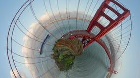 Χρυσός μικροσκοπικός πλανήτης γεφυρών πυλών απόθεμα βίντεο