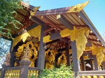 Χρυσός ναός στο βόρειο τμήμα της Ταϊλάνδης Στοκ εικόνα με δικαίωμα ελεύθερης χρήσης
