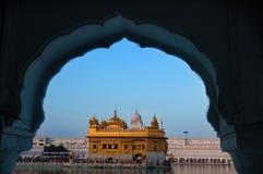 Χρυσός ναός Amritsar - Ινδία Πλαισιωμένος με τα παράθυρα Στοκ Εικόνες