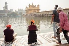Χρυσός ναός Harmandir Sahib Darbar Gurudwara, Amritsar, το Μάιο του 2019 της Ινδίας - μη αναγνωρίσιμος θιασώτης προσκυνητών Punja στοκ φωτογραφία με δικαίωμα ελεύθερης χρήσης