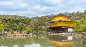 Χρυσός ναός Kinkakuji περίπτερων στο Κιότο Στοκ Φωτογραφίες