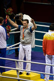 χρυσός ολυμπιακός μπόξερ κερδίζει στοκ φωτογραφίες