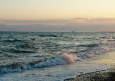 Χρυσός ουρανός sunrice θάλασσας τοπίων Στοκ Φωτογραφίες