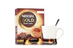 Χρυσός πυροβολισμός προϊόντων ποτών του Nescafe στοκ φωτογραφία με δικαίωμα ελεύθερης χρήσης