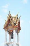 Χρυσός πύργος κουδουνιών σε έναν ναό της Ταϊλάνδης Στοκ Εικόνα