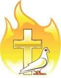 Χρυσός σταυρός στην πυρκαγιά με το περιστέρι πλησίον Στοκ Εικόνες