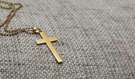 Χρυσός σταυρός Στοκ εικόνα με δικαίωμα ελεύθερης χρήσης