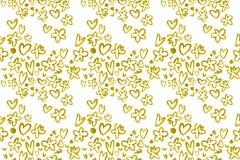 Χρυσός στο άσπρο άνευ ραφής σχέδιο, λαμπρά κίτρινα διακοσμητικά στοιχεία όπως ένα κύμα, χρυσές λουλούδια και καρδιές με τη σύστασ ελεύθερη απεικόνιση δικαιώματος