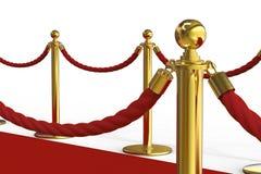 Χρυσός στυλοβάτης με το εμπόδιο σχοινιών στο κόκκινο χαλί Στοκ Φωτογραφίες