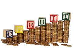 Χρυσός σωρός χρημάτων που απομονώνεται στο λευκό Στοκ φωτογραφία με δικαίωμα ελεύθερης χρήσης