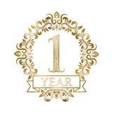 Χρυσός τρύγος εορτασμού επετείου ενός έτους logotype Πρώτη χρυσή ετικέτα επετείου στο floral στεφάνι με μια κορδέλλα ελεύθερη απεικόνιση δικαιώματος