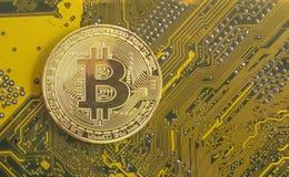 Χρυσός bitcoin Εικονικό νόμισμα Αποδοχές Διαδικτύου Στοκ εικόνες με δικαίωμα ελεύθερης χρήσης