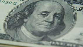 Χρυσός bitcoins και δολάρια Νέες και παλαιές πιστώσεις χρήματα εικονικά απόθεμα βίντεο