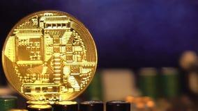 Χρυσός Cryptocurrency bitcoin Bitcoins στη μητρική κάρτα φιλμ μικρού μήκους