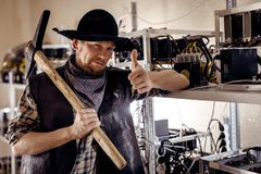 Χρυσός digger παρουσιάζει καλή χειρονομία Στοκ Φωτογραφία