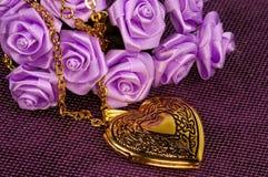 χρυσός locket στοκ φωτογραφία