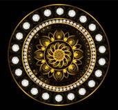 Χρυσός Mandala με το άσπρα διαμάντι και το μαργαριτάρι Στοκ φωτογραφία με δικαίωμα ελεύθερης χρήσης