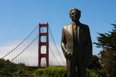 χρυσό άγαλμα πυλών γεφυρών κύριο ε strauss στοκ εικόνα με δικαίωμα ελεύθερης χρήσης
