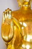 Χρυσό άγαλμα του Βούδα που ευλογεί το χέρι Στοκ Εικόνα