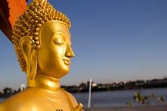 Χρυσό άγαλμα του Βούδα στο Λάος στοκ φωτογραφίες