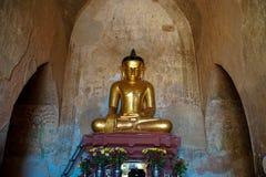 Χρυσό άγαλμα του Βούδα στο ναό Στοκ εικόνες με δικαίωμα ελεύθερης χρήσης