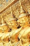 χρυσό άγαλμα phra kaew garuda wat Στοκ Εικόνες