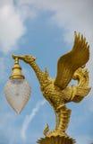 Χρυσό άγαλμα κύκνων, λαμπτήρας traditionnal Στοκ Εικόνα