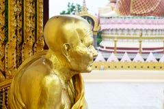 χρυσό άγαλμα μοναχών Στοκ Εικόνες