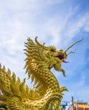 χρυσό άγαλμα δράκων στοκ εικόνα