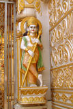 Χρυσό άγαλμα στον ινδό ναό στοκ εικόνες