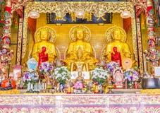Χρυσό άγαλμα του Βούδα, ευρεία γωνία Στοκ εικόνα με δικαίωμα ελεύθερης χρήσης