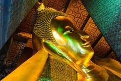 Χρυσό άγαλμα του Βούδα σε Wat Po, Ταϊλάνδη Στοκ Εικόνες