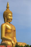 Χρυσό άγαλμα του Βούδα στην επαρχία Angthong στην Ταϊλάνδη Στοκ Εικόνες
