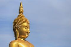 Χρυσό άγαλμα του Βούδα στην επαρχία Angthong στην Ταϊλάνδη Στοκ Φωτογραφία