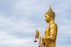 Χρυσό άγαλμα του Βούδα στο ναό phutthamonthon Στοκ φωτογραφία με δικαίωμα ελεύθερης χρήσης