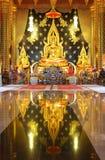 Χρυσό άγαλμα του Βούδα, Ταϊλάνδη στοκ φωτογραφίες
