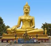 Χρυσό άγαλμα του Βούδα του μεγάλου Βούδα στο μπλε ουρανό, Pattaya Thailan Στοκ Εικόνες