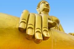 Χρυσό άγαλμα του Βούδα του μεγάλου Βούδα στο μπλε ουρανό, Pattaya Thailan Στοκ Φωτογραφία