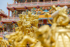 Χρυσό άγαλμα του Θεού Naja στην κινεζική λάρνακα Najasataisue τοποθετημένη Στοκ Φωτογραφία