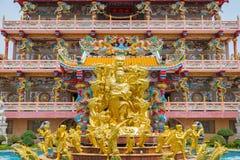 Χρυσό άγαλμα του Θεού Naja στην κινεζική λάρνακα Najasataisue τοποθετημένη Στοκ εικόνα με δικαίωμα ελεύθερης χρήσης