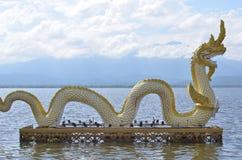 Χρυσό άγαλμα Naga Στοκ φωτογραφία με δικαίωμα ελεύθερης χρήσης